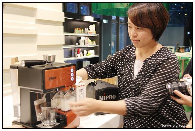 Oster,奶泡大師,義式咖啡機 @VIVIYU小世界