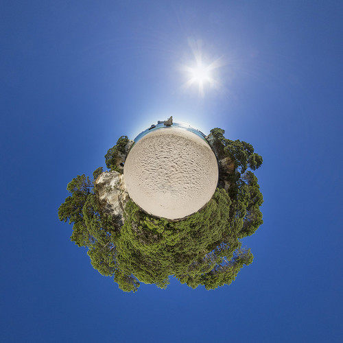 cathedral cove - empty beach - little planet