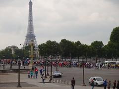 Place de la Concorde and a biking marathon