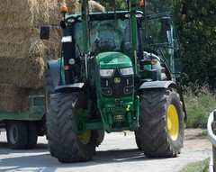 "Der Traktor • <a style=""font-size:0.8em;"" href=""http://www.flickr.com/photos/42554185@N00/14554085537/"" target=""_blank"">View on Flickr</a>"