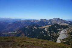 Muntele Roșu și Ciucaș văzute de pe Gropșoarele