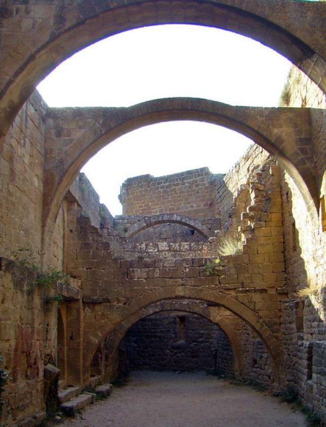 Castillo de Loarre dependencias monacales Huesca 39