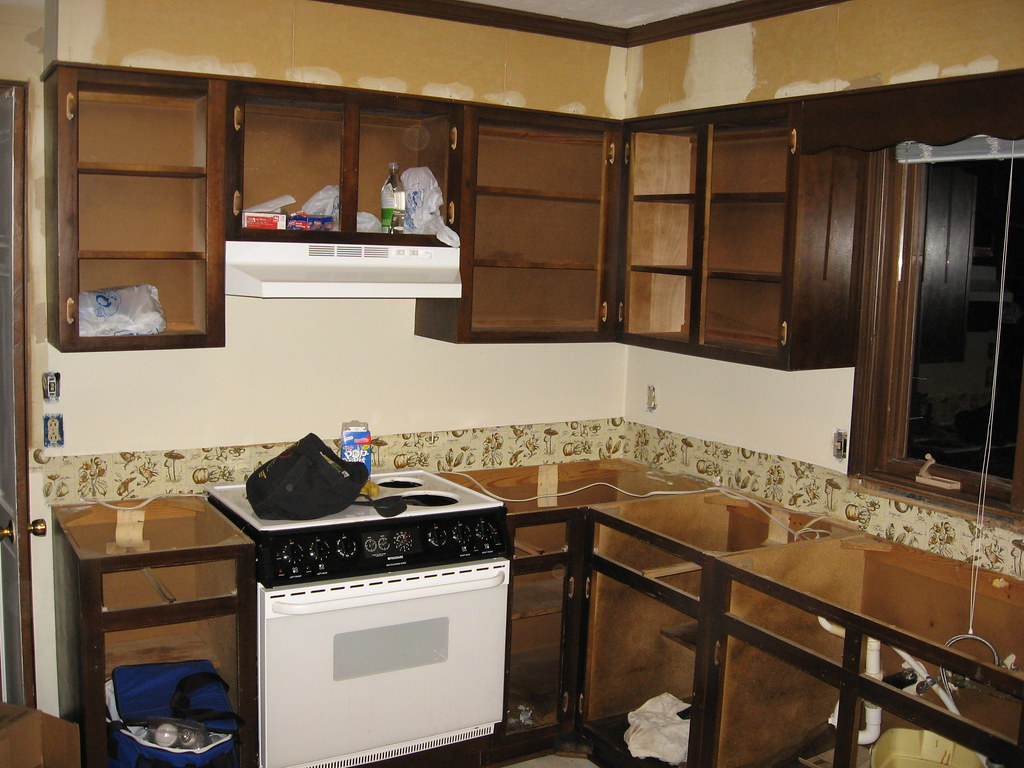 9 Inexpensive Updates To Make Your Kitchen Shine ... on Small:xmqi70Klvwi= Kitchen Remodel Ideas  id=87007