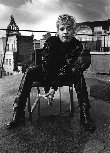 Eddie izzard strike a pose.