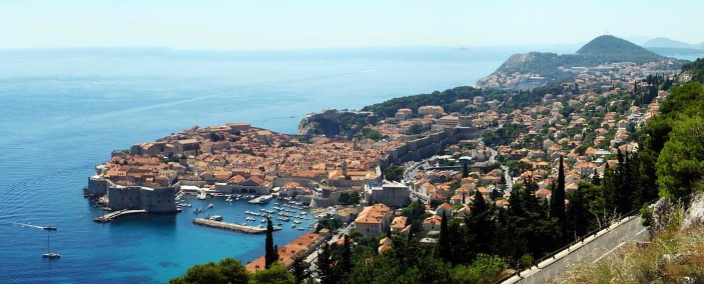 Dubrovnic vista panoramica de costa mar Adriatico y ciudad Croacia 06