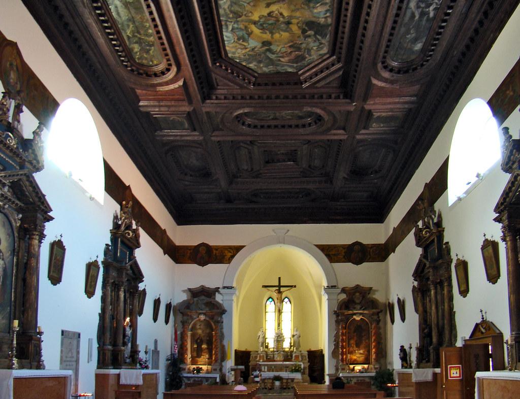 Sibenik artesonado nave y altar interior Iglesia y Monasterio San Francisco Croacia 14