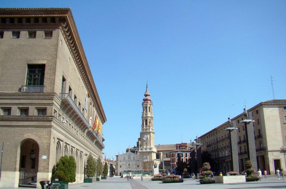 Ayuntamiento y Catedral del Salvador La Seo Plaza del Pilar Monumento Francisco de Goya Zaragoza 01