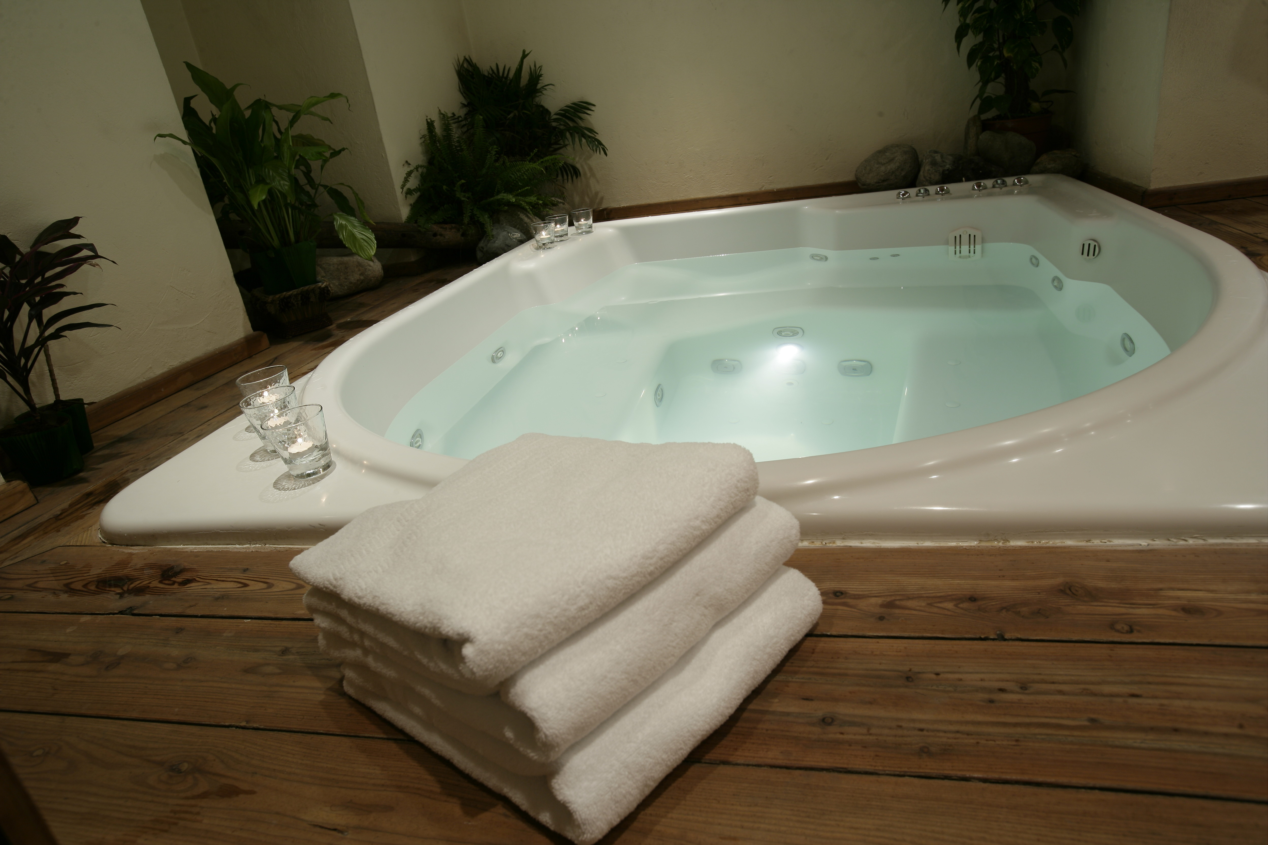Jet Tub For Bathroom Oodles Of Bubbles Fun And Romance