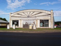 Speers Point: Old Service Station