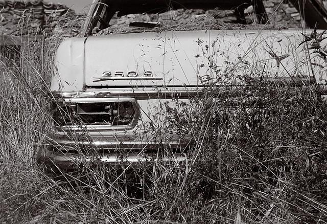 Mercedes abandonado. Judes, Soria, 2008