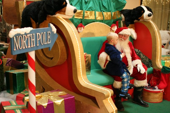 Online Registration to See Santa Claus at CF Polo Park Now Available