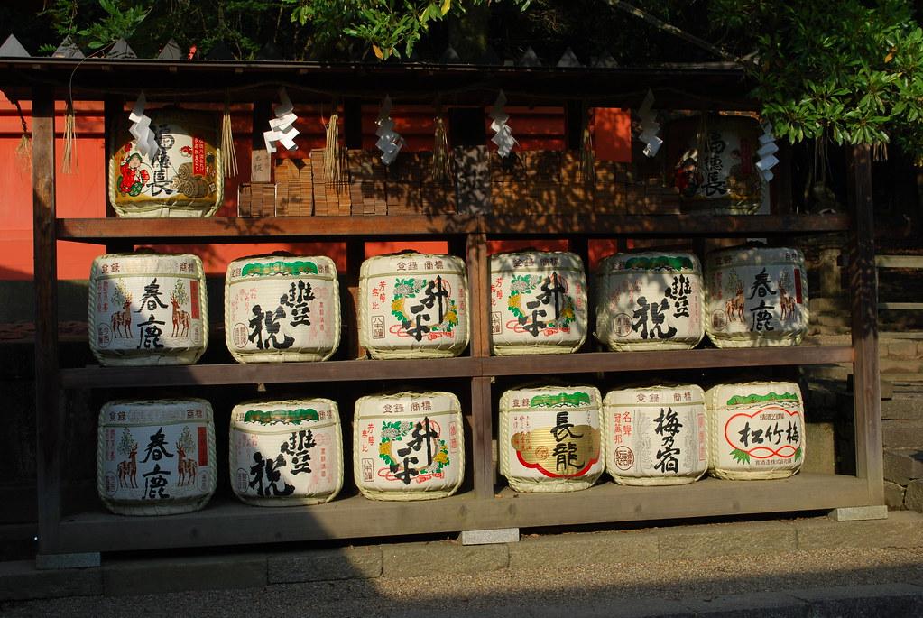 Sake Ist Ein Werkzeug, Um Menschen Und Götter Zu Vereinen. Ein Fass  Entspricht 72 Litern. Im Japanischen Heißt Es U201cKaradaruu201d.