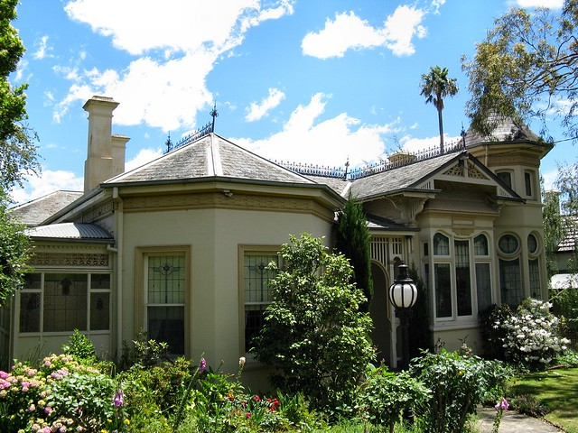 Uxbridge House By Dean-Melbourne