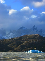 Torres Del paine - over Lago grey