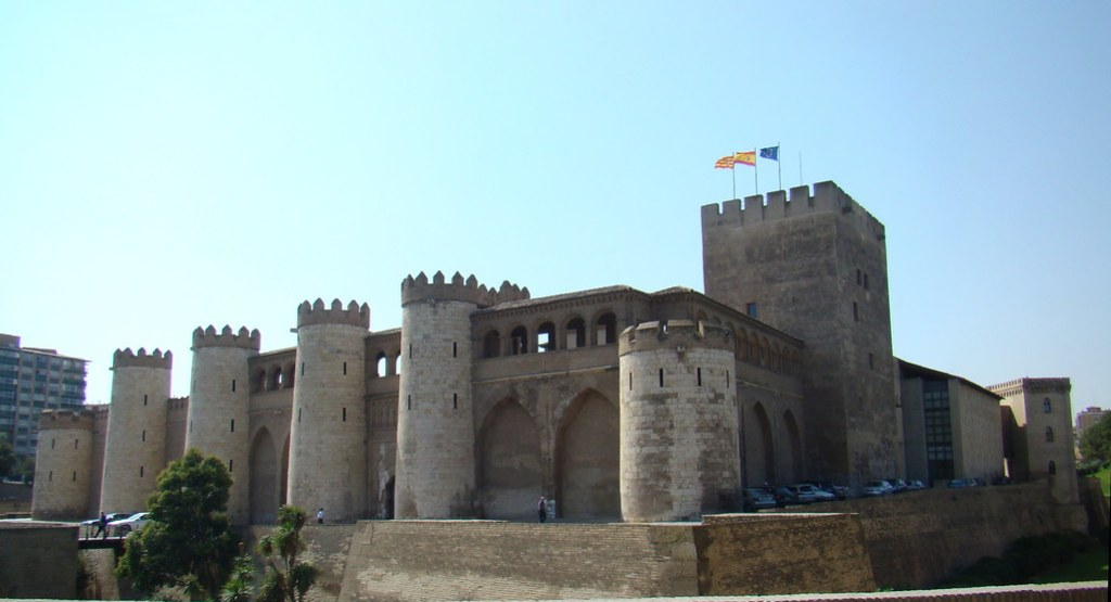 Muralla y Torre del Homenaje o del Trovador Palacio de la Aljaferia Zaragoza 06