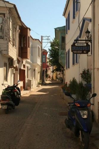 Bozcaada'da bir sokak