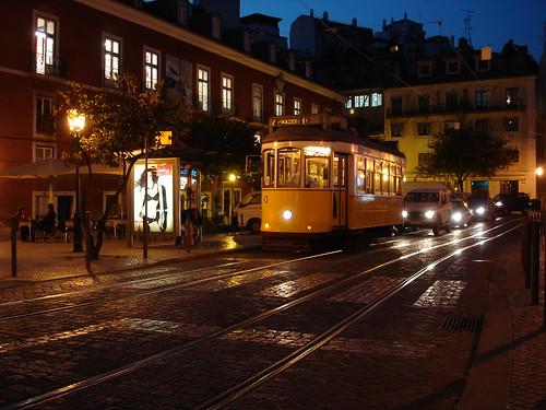 Lisboa - Tranvia de noche by jltambo99