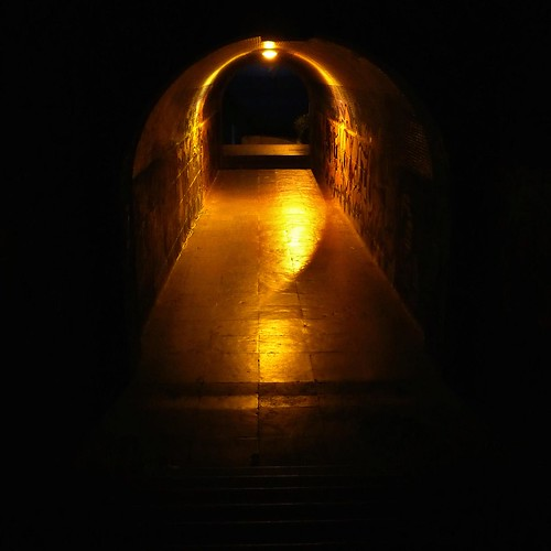 The tunnel (Estoril, Portugal) - Photo : Gilderic