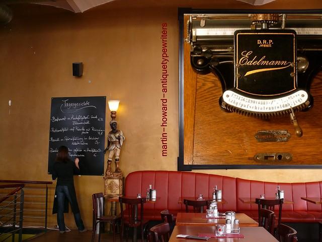 Martin Howard / antiquetypewriters.com