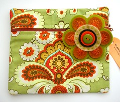 COSMETIC BAG AND DETACHABLE PIN IN AMY BUTLER RETRO FABRIC