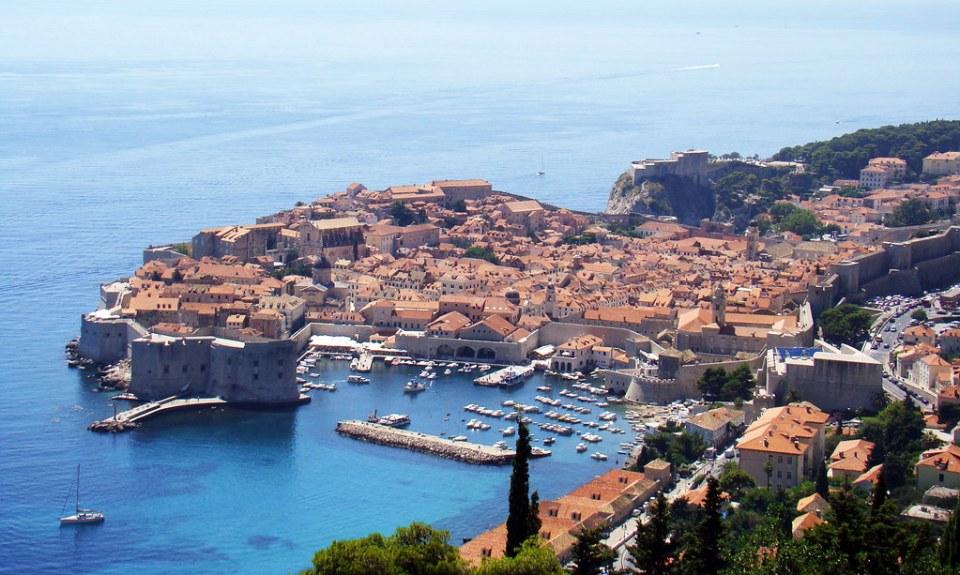 Dubrovnic vista panoramica de costa mar Adriatico y ciudad Croacia 04