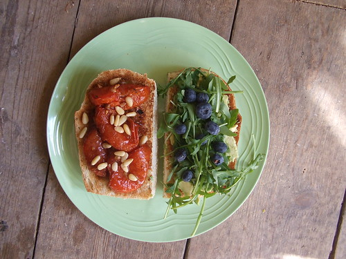 Roasted tomato sandwich