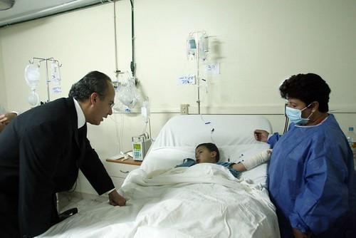 El Presidente Felipe Calderón recorrió los hospitales Ignacio Chávez del ISSSTE y el Hospital Infantil Privado en Hermosillo, Sonora (06-06-09)