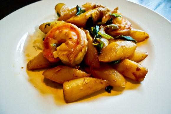 Stir fried asparagus with shrimps