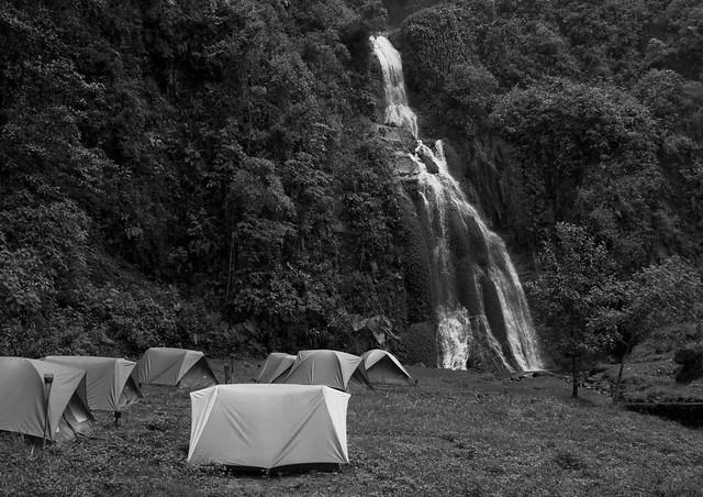 Imagen de personas acampando en los Termales de Santa Rosa de Cabal