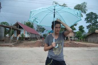 Cornelia mit Schirm im Jun Village