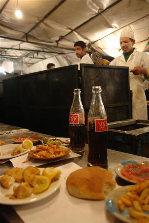 Otro genial puesto de comida con pescado y mariscos, todo se puede encontrar en ésta plaza