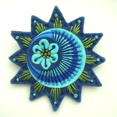 STARBURST FELT BROOCH IN FRENCH NAVY