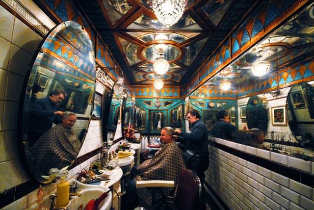 """Barber's shop, Barberia Giacalone """"adottata"""" dal Fai, vico Caprettari, Genova"""