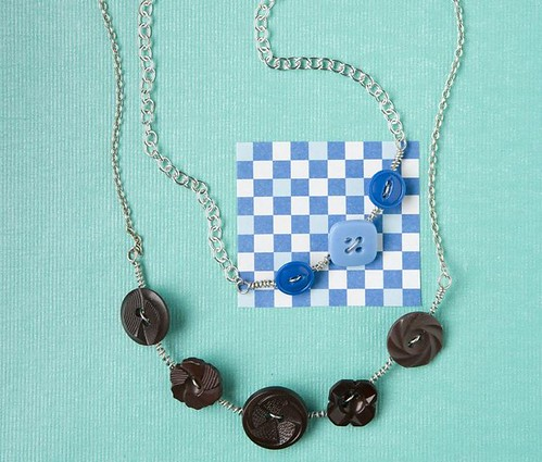 Button Curve Necklace