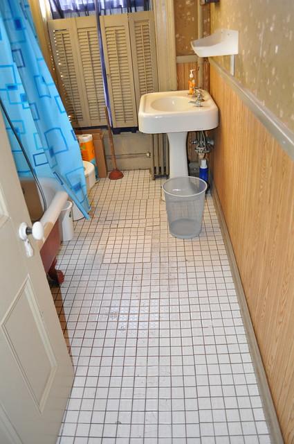 2nd Floor Bath · DSC_1073