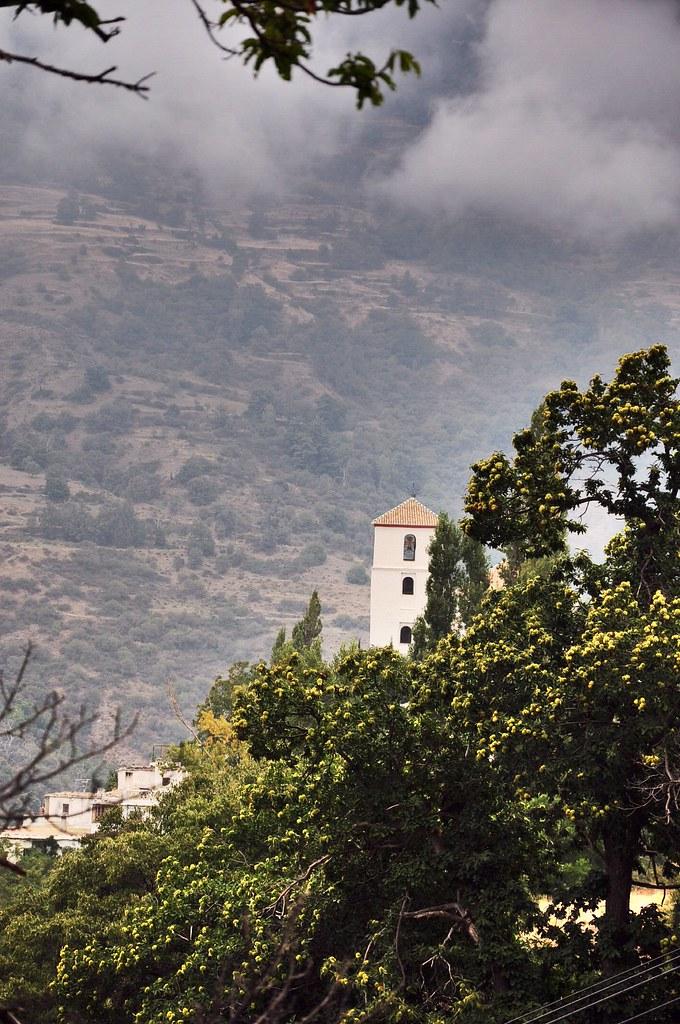 Tháp chuông nhà thờ Bubion