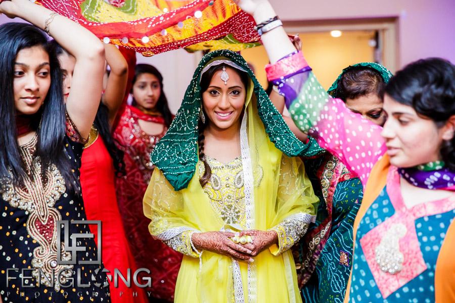 Bride's entrance to pithi night