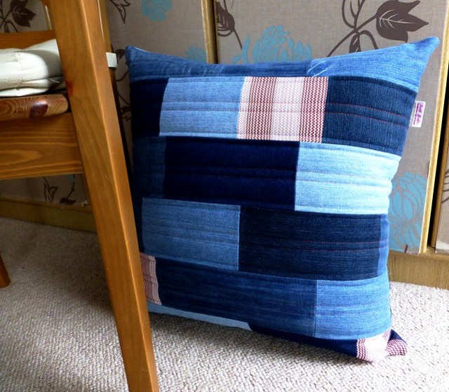 Phil's Denim cushion 002