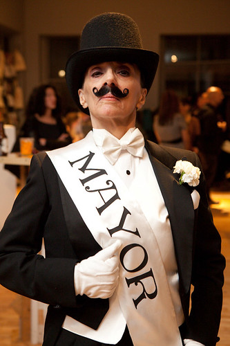 LuLu LoLo as The Mayor