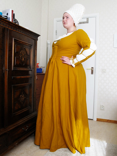 The yellow dress - or the housebook dress - 54