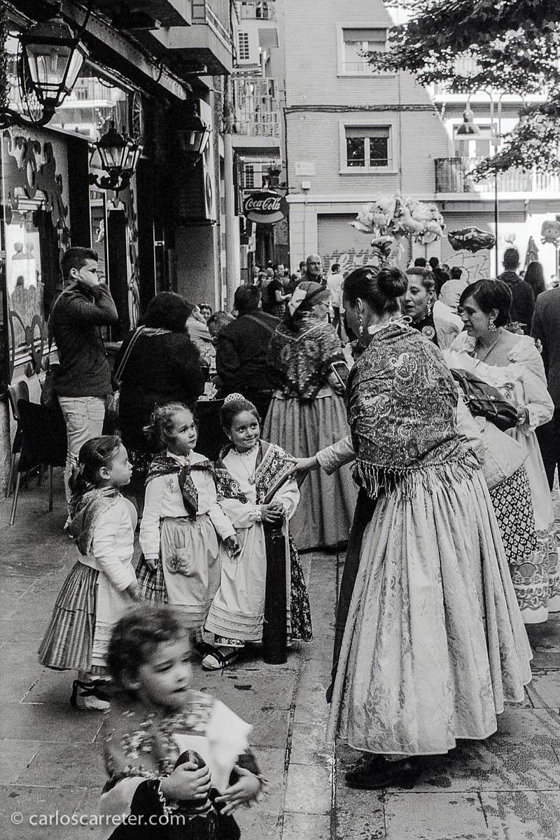 Hora del aperitivo en la plaza Santa Marta