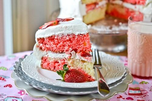Strawberry-Swirl Cake-23