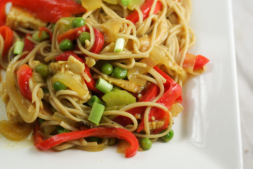 stir fried singapore noodles with garlic ginger sauce [ inonekitchen.wordpress.com ]
