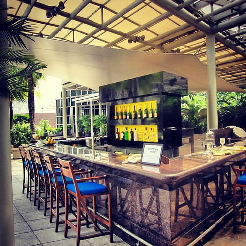 Pool Bar at The Conrad Centennial #singapore by @MySoDotCom