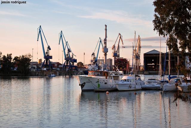 Naves de los antiguos astilleros del Puerto de Sevilla