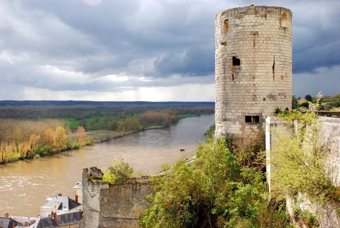 Fortaleza de Chinon, en el río Vienne. Autor, Photos-chinon.cite-creative