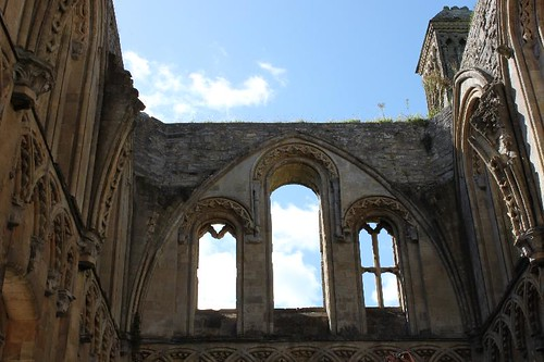 20120830_6452_Glastonbury-abbey_Small