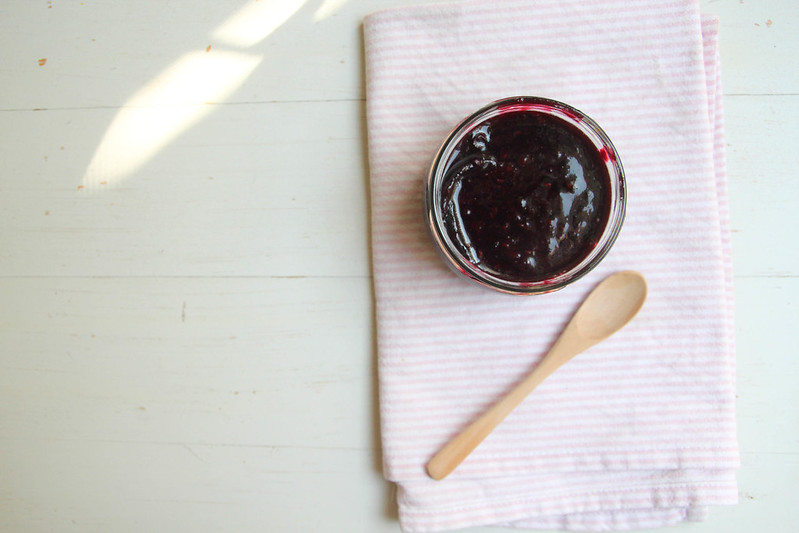 maple-vanilla berry compote