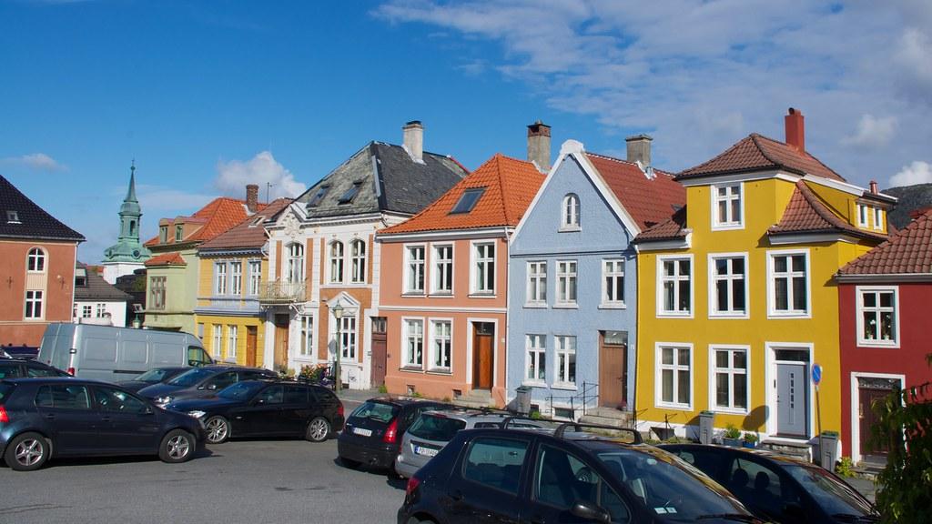 Painted Bergen ladies