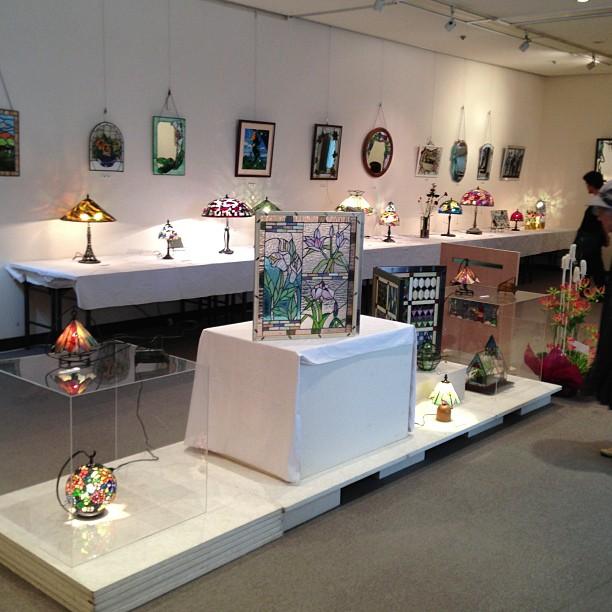 ステンドグラスの展示会が文化ホールで開催されています。(-_^)